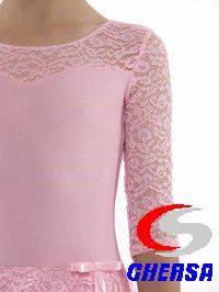 Купальник гимнастический с юбочкой и рукавами из гипюра